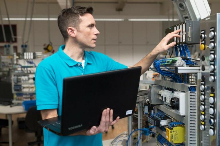 Banner Elektroniker/-in für Automatisierungstechnik